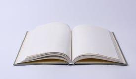 κενό βιβλίο που ψαλιδίζει το ανοικτό μονοπάτι Στοκ εικόνες με δικαίωμα ελεύθερης χρήσης