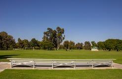 Κενό γήπεδο ποδοσφαίρου στο τετραγωνικό περιφερειακό πάρκο μιλι'ου στοκ φωτογραφία με δικαίωμα ελεύθερης χρήσης