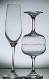 Κενό γυαλί κρασιού σε γκρίζο Στοκ Εικόνα