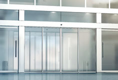 Κενό γλιστρώντας πρότυπο εισόδων πορτών γυαλιού Στοκ Εικόνα