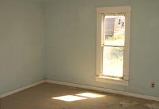 Κενό δωμάτιο, εγκαταλειμμένο σπίτι στοκ εικόνα