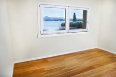 Κενό δωμάτιο με το παράθυρο Στοκ εικόνα με δικαίωμα ελεύθερης χρήσης