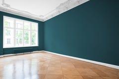 Κενό δωμάτιο, ξύλινο πάτωμα στο νέο διαμέρισμα Στοκ Φωτογραφία