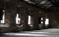 Κενό εγκαταλειμμένο ανατριχιαστικό δωμάτιο ξενοδοχείου στοκ φωτογραφία με δικαίωμα ελεύθερης χρήσης
