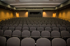 Κενό θέατρο διάλεξης από το στάδιο στοκ φωτογραφία