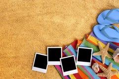 Κενό διάστημα αντιγράφων άμμου τυπωμένων υλών φωτογραφιών πλαισίων polaroid συνόρων υποβάθρου παραλιών Στοκ εικόνα με δικαίωμα ελεύθερης χρήσης