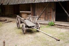 Κενό και παλαιό ξύλινο κάρρο Στοκ Φωτογραφίες