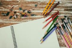 κενό κείμενο θέσεων μολυβιών σημειωματάριων χρώματός σας Στοκ Εικόνα