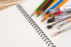 κενό κείμενο θέσεων μολυβιών σημειωματάριων χρώματός σας Στοκ Φωτογραφίες