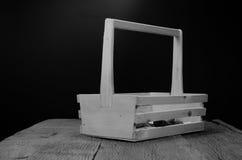 κενό κιβώτιο εργαλείων grunge ξύλινο στον ξύλινο πίνακα Στοκ Φωτογραφίες
