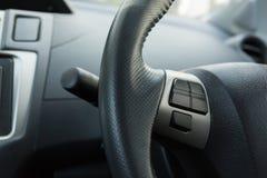 Κενό κουμπί ελέγχου στο τιμόνι αυτοκινήτων χρησιμοποιούμενο Στοκ Εικόνα