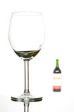 κενό κρασί γυαλιού μπουκαλιών Στοκ φωτογραφία με δικαίωμα ελεύθερης χρήσης
