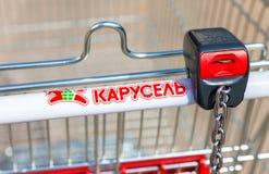 Κενό κόκκινο κατάστημα Karusel κάρρων αγορών Στοκ Φωτογραφία
