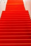 Κενό κόκκινο χαλί - εικόνα αποθεμάτων Στοκ Εικόνα