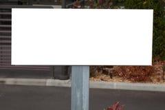 Κενό λίγη οδική κενή άσπρη θέση σημαδιών πινάκων διαφημίσεων για το texte ή τη διαφήμιση στοκ φωτογραφία με δικαίωμα ελεύθερης χρήσης