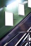 Κενό λευκό που διαφημίζει τον αστικό πίνακα διαφημίσεων εσωτερικό στην αίθουσα υπογείων, vEmpty λευκό που διαφημίζει τον αστικό π στοκ εικόνες με δικαίωμα ελεύθερης χρήσης