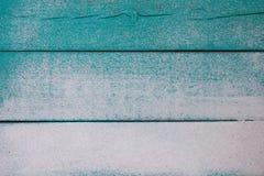 Κενό μπλε φορεμένο ξύλινο σημάδι κιρκιριών με τη σύσταση άμμου στοκ εικόνα με δικαίωμα ελεύθερης χρήσης