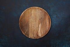 Κενό ξύλινο πιάτο στοκ εικόνα