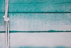 Κενό ξύλινο σημάδι με την άμμο και σχοινί με τον κόμβο Στοκ εικόνα με δικαίωμα ελεύθερης χρήσης