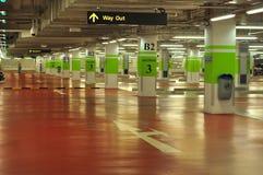 κενό πάρκο αυτοκινήτων υπογείων Στοκ φωτογραφίες με δικαίωμα ελεύθερης χρήσης