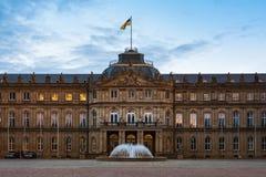Κενό πάρκο εισόδων κινηματογραφήσεων σε πρώτο πλάνο της Στουτγάρδης Schlossplatz Neues Schloss Στοκ Εικόνα