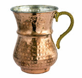 Κενό παραδοσιακό τουρκικό ποτό γιαουρτιού σε ένα φλυτζάνι μετάλλων χαλκού Στοκ Εικόνες