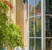 Κενό παλαιό κτίριο γραφείων - απόψεις Punda Κουρασάο Στοκ Φωτογραφίες