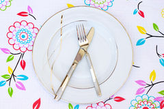 κενό πιάτο μαχαιριών δικράν&omega Στοκ φωτογραφία με δικαίωμα ελεύθερης χρήσης