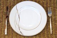 κενό πιάτο μαχαιριών δικράν&omega Στοκ Εικόνες