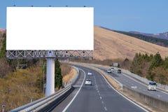 κενό πινάκων διαφημίσεων στο δρόμο επαρχίας για τη διαφήμιση του υποβάθρου Στοκ εικόνα με δικαίωμα ελεύθερης χρήσης