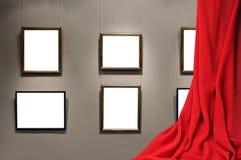 Κενό πλαίσιο στον τοίχο σε ένα εσωτερικό δωμάτιο στοκ φωτογραφία με δικαίωμα ελεύθερης χρήσης
