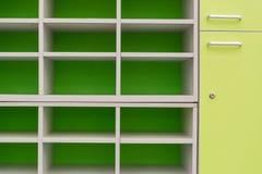 Κενό πράσινο ράφι Στοκ εικόνα με δικαίωμα ελεύθερης χρήσης