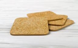 Κενό πρότυπο ακτοφυλάκων φλυτζανιών στον ξύλινο πίνακα στοκ φωτογραφία με δικαίωμα ελεύθερης χρήσης