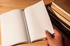 Κενό πρότυπο βιβλίων ανάγνωσης Στοκ εικόνα με δικαίωμα ελεύθερης χρήσης