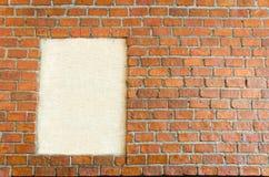 Κενό πλαίσιο φωτογραφιών στο υπόβαθρο τοίχων πετρών Στοκ φωτογραφία με δικαίωμα ελεύθερης χρήσης