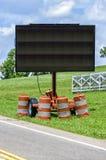 Κενό σημάδι ελέγχου της κυκλοφορίας ακρών του δρόμου ηλεκτρονικό στοκ φωτογραφία