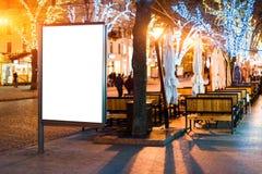 Κενό σημάδι εμβλημάτων lightbox οδών στο βράδυ Στοκ Εικόνες