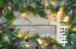 Κενό σημάδι διακοπών με τον ξύλινους σταυρό και την πίστη Στοκ Φωτογραφίες