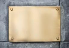 Κενό σημάδι μετάλλων χρυσού ή ορείχαλκου ή nameboard επάνω Στοκ Φωτογραφία