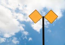 Κενό σημάδι οδών με τον ουρανό Στοκ εικόνες με δικαίωμα ελεύθερης χρήσης
