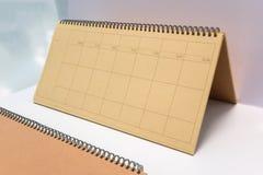 Κενό σημειωματάριο με την καφετιά ανακυκλωμένη κάλυψη εγγράφου στοκ εικόνες με δικαίωμα ελεύθερης χρήσης