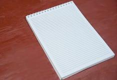 Κενό σημειωματάριο στη γραμμή Στοκ εικόνες με δικαίωμα ελεύθερης χρήσης
