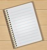 Κενό σημειωματάριο στον ξύλινο πίνακα Στοκ Εικόνα