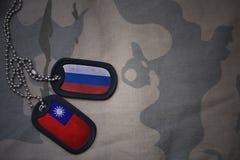 κενό στρατού, ετικέττα σκυλιών με τη σημαία της Ρωσίας και της Ταϊβάν στο χακί υπόβαθρο σύστασης Στοκ Εικόνες