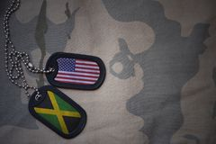 κενό στρατού, ετικέττα σκυλιών με τη σημαία των Ηνωμένων Πολιτειών της Αμερικής και της Τζαμάικας στο χακί υπόβαθρο σύστασης Στοκ Εικόνα