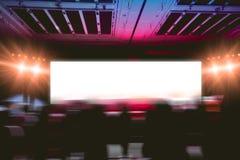 Κενό κενό υπόβαθρο πινάκων στη σκηνική ώρα για σόου για τη διαφήμιση της επίδειξης στοκ φωτογραφία με δικαίωμα ελεύθερης χρήσης