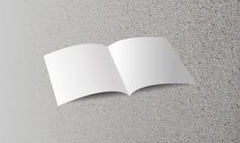 Κενό φυλλάδιο στο κατασκευασμένο υπόβαθρο άμμου επίσης corel σύρετε το διάνυσμα απεικόνισης στοκ εικόνες