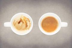 Κενό φλυτζάνι καφέ και πλήρες φλυτζάνι καφέ Στοκ φωτογραφία με δικαίωμα ελεύθερης χρήσης