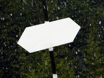 Κενό χιόνι πνεύματος πινακίδων που εμπίπτει στην ανασκόπηση Στοκ Εικόνες