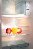κενό ψυγείο χυμού μήλων Στοκ φωτογραφία με δικαίωμα ελεύθερης χρήσης